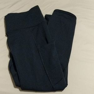 Athleta black crop leggings w pockets